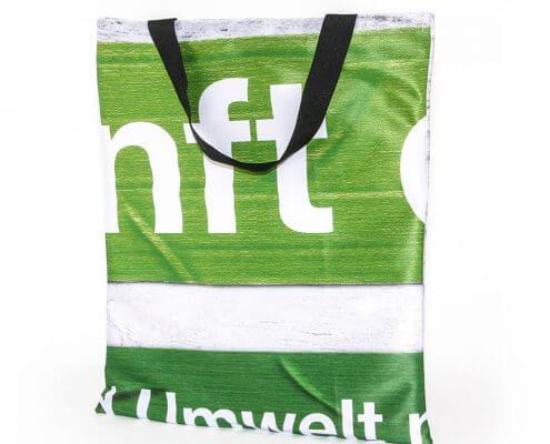 Recycling Tasche aus Messewand