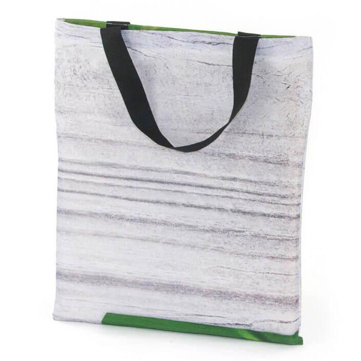 Fahnenstoff eignet sich hervorragend für eine Recycling Tasche