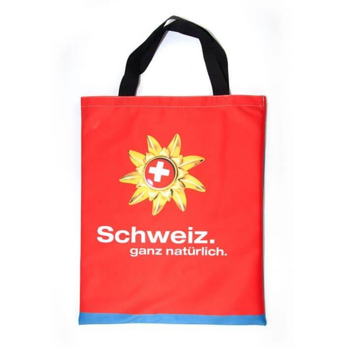 Sein Banner aus Stoff wird zur Recycling Tasche