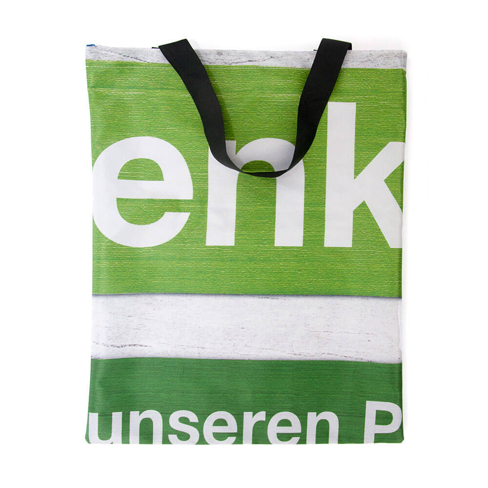 Dekostoff lässt sich sehr gut zur Recycling Tasche nähnen