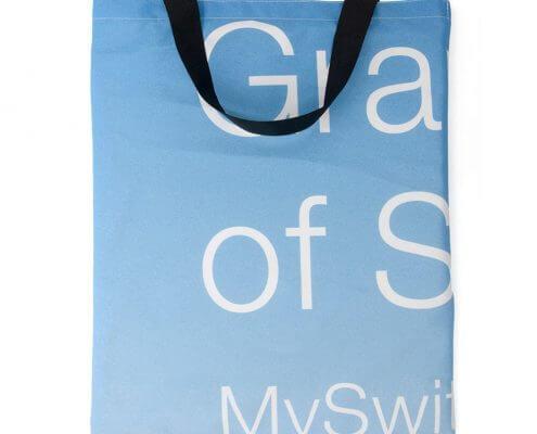 Eine Tasche aus recyceltem Fahnen