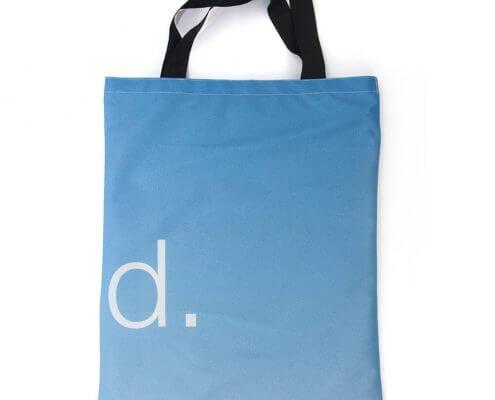 Eine Upcycling Tasche aus recyceltem Fahnen
