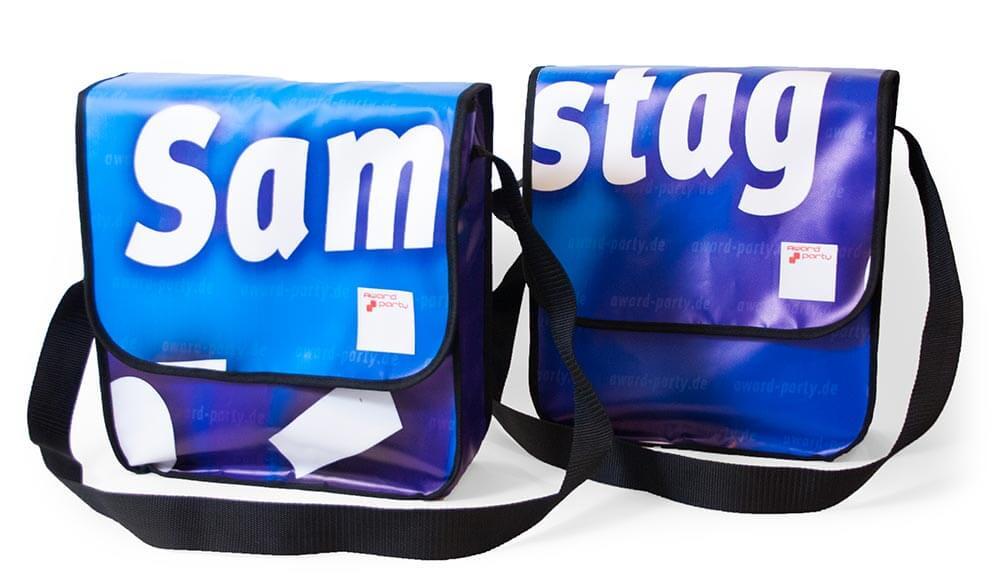Sam - stag: zwei Recycling-taschen aus einem Werbebanner