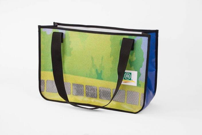 Wiederverwertung eines PVC-Banners der DLG Deutsche Landwirtschafts-Gesellschaft zur Recycling Einkaufstasche