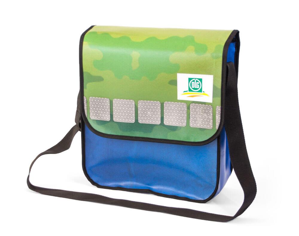 abbildungen recycling taschen aus banner lkw plane. Black Bedroom Furniture Sets. Home Design Ideas