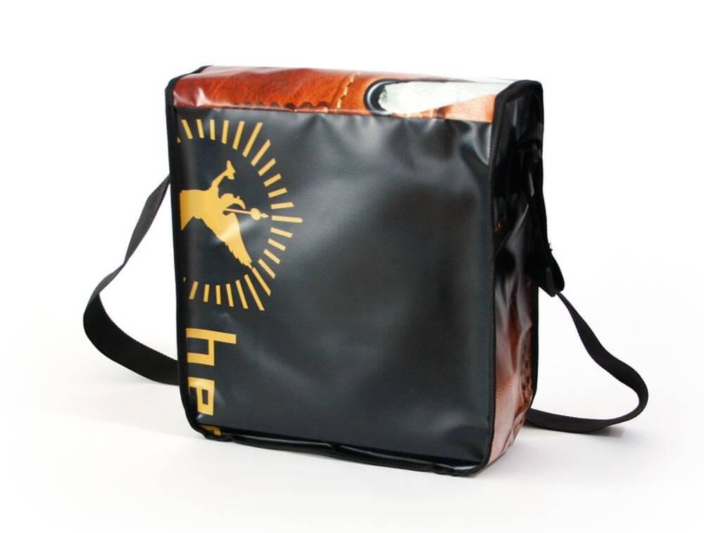 Das Logo von Zeha Berlin aus der Rückseite der Upcycling Tasche