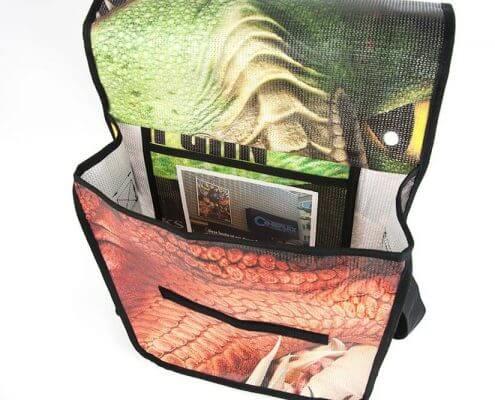 In die Recycling Tasche aus Kinobanner wurde das Motiv des Banners mit eingenäht.
