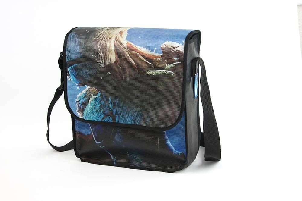 """Ein """"Guardians of the Galaxy""""-Banner wurde zur Upcycling Tasche genäht."""