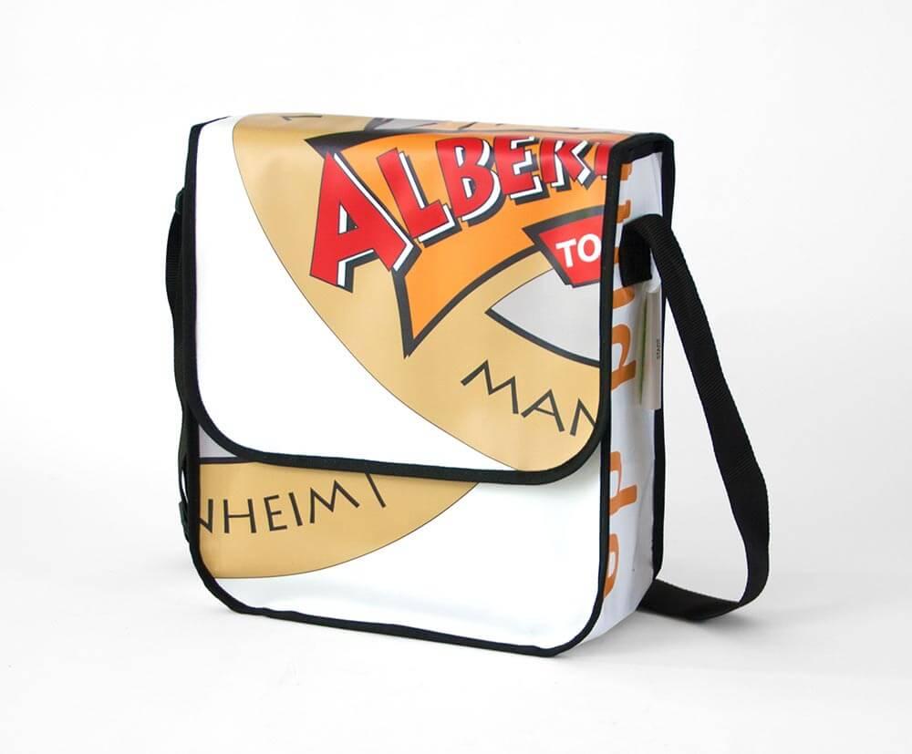 Recycling Tasche aus einem Banner für das Albert Schweizer Turnier
