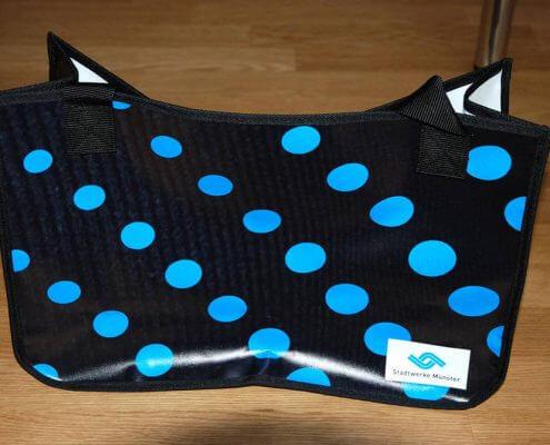 Upcycling Tasche aus wiederverwertetem PVC-Material