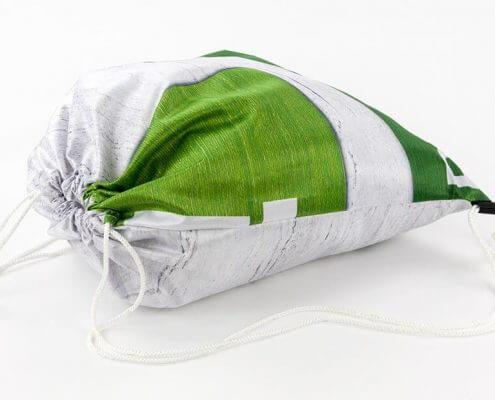 Recycling Tasche: Eine Messewand eignet sich sehr gut für einen Turnbeutel