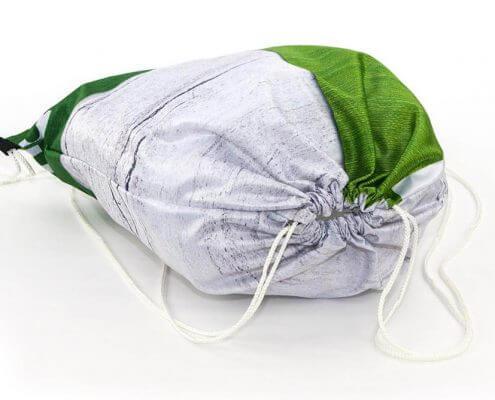 Recycling Tasche: Eine Messe-Stoff eignet sich sehr gut für einen Turnbeutel