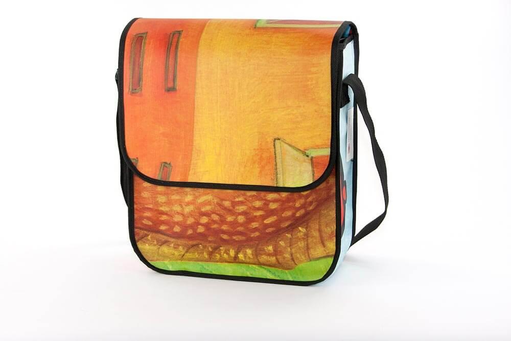 Recycling Taschen aus einem Banner mit schönen Farben