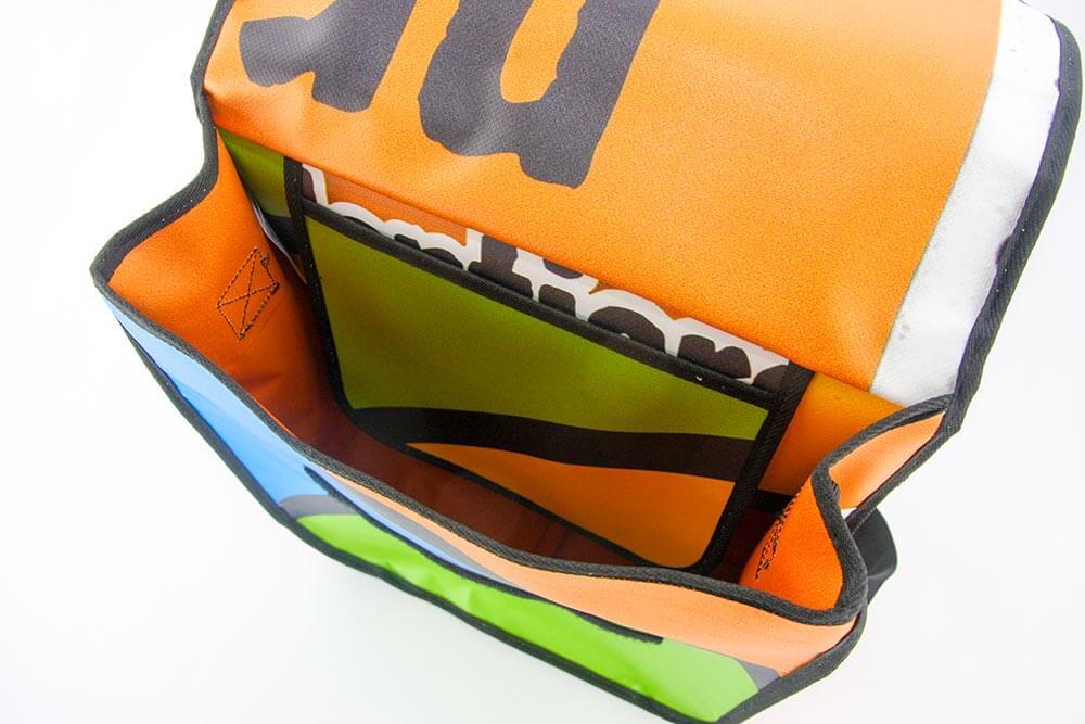 Blick in das Innere der Upcycling Tasche aus Banner