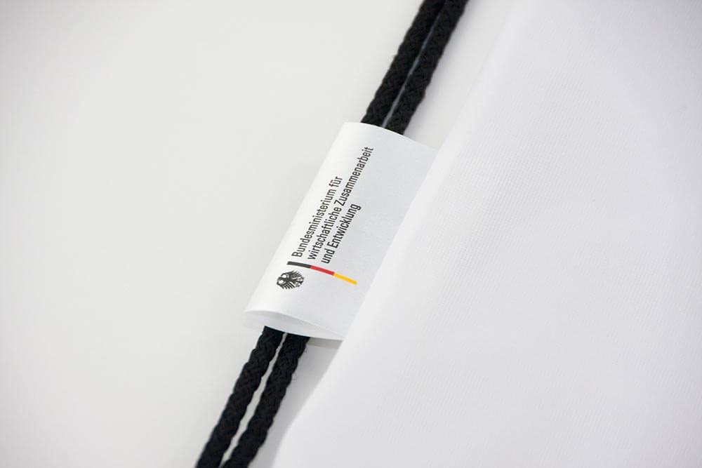 Ein Stoff-Label, welches bei Gluecksband.de gedruckt wurde