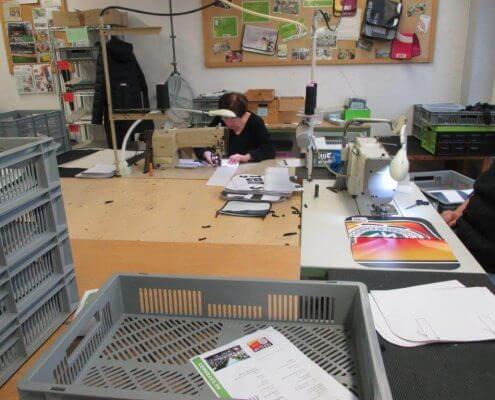 Näharbeiten für die Recycling Taschen für den DFB - Der Fan Club Nationalmannschaft