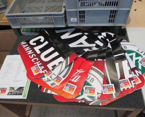 Aus der Plane des DFB - Der Fan Club Nationalmannschafts werden durch Upcycling tolle Taschen gefertigt